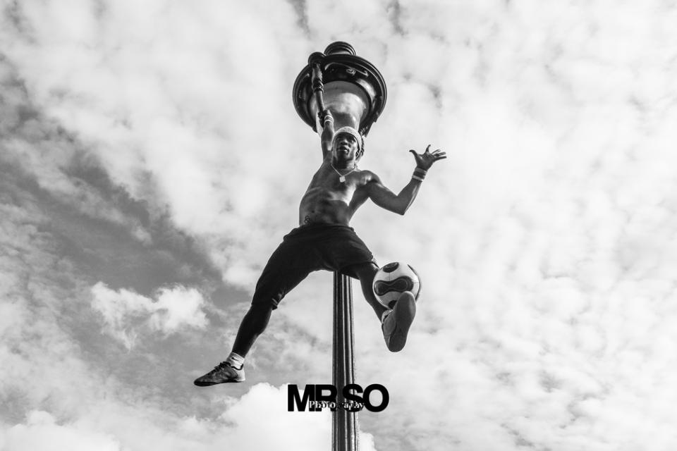 Photo d'Iya traore football freestyle artist par par mrso.fr photographe sportif et danse à Orléans, Loiret et Centre Val de Loire